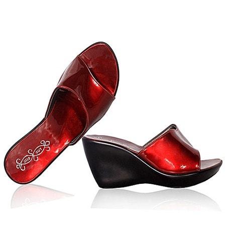 Fashion By LV Ladies Wedge Shoe- Black/wine