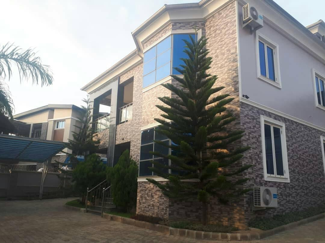 5 bedroom duplex with pent house & study
