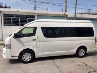 Toyota Hiace (Hummer bus)